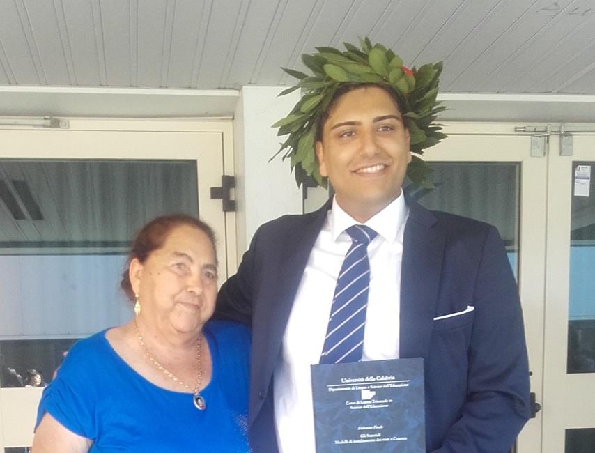 Giornata di festa per la comunità rom di CosenzaGiovane si laurea all'Unical: tesi sugli stanziali