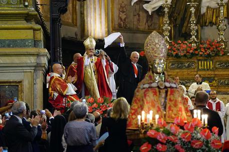 A Napoli si ripete il miracolo di San Gennaro, liquefazione avvenuta