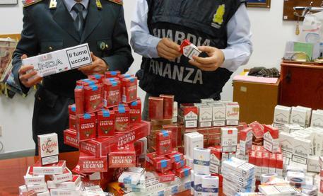 Napoli, cinque tonnellate di sigarette sequestrate
