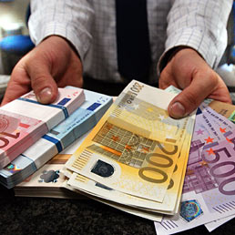 """Pagava le ditte con denaro contante nel Cosentino  Finanza scopre """"giro"""" per 270mila euro, denunciato"""