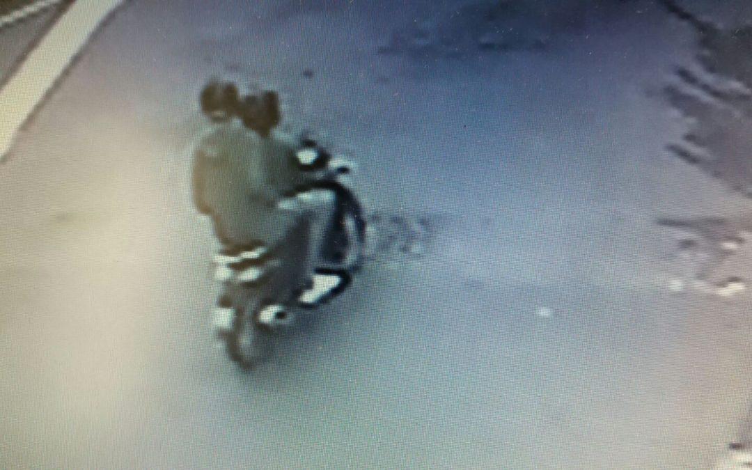 Racket a Lamezia, incendiato un autolavaggio  Ripresi due giovani a bordo di uno scooter