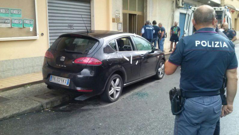 Paura a Lamezia Terme: otto colpi di pistola sparati contro l'automobile di un pregiudicato