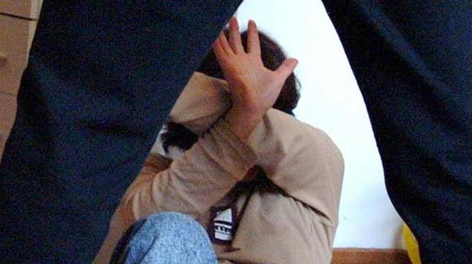 Picchia e minaccia i genitori per soldi, arrestato 30enne casertano