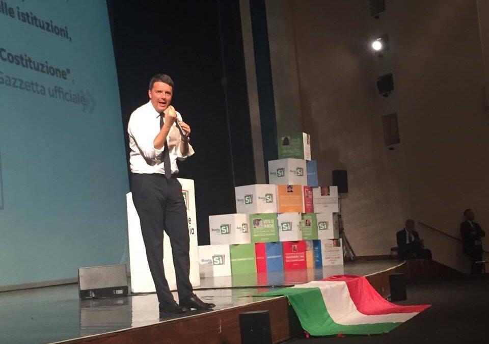 Renzi da Avellino lancia l'appello per il sì al referendum: ho commesso degli errori, ma ora c'è in ballo in futuro dei nostri figli
