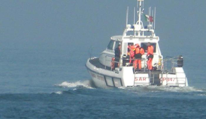Pescatore disperso in mare, continuano le ricerche nello Jonio