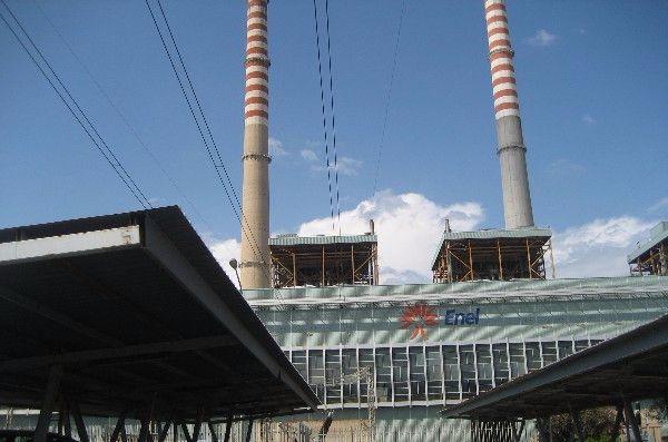 Lavoro: protesta di un ex operaio Enel, presidio sulla terrazza della centrale di Rossano