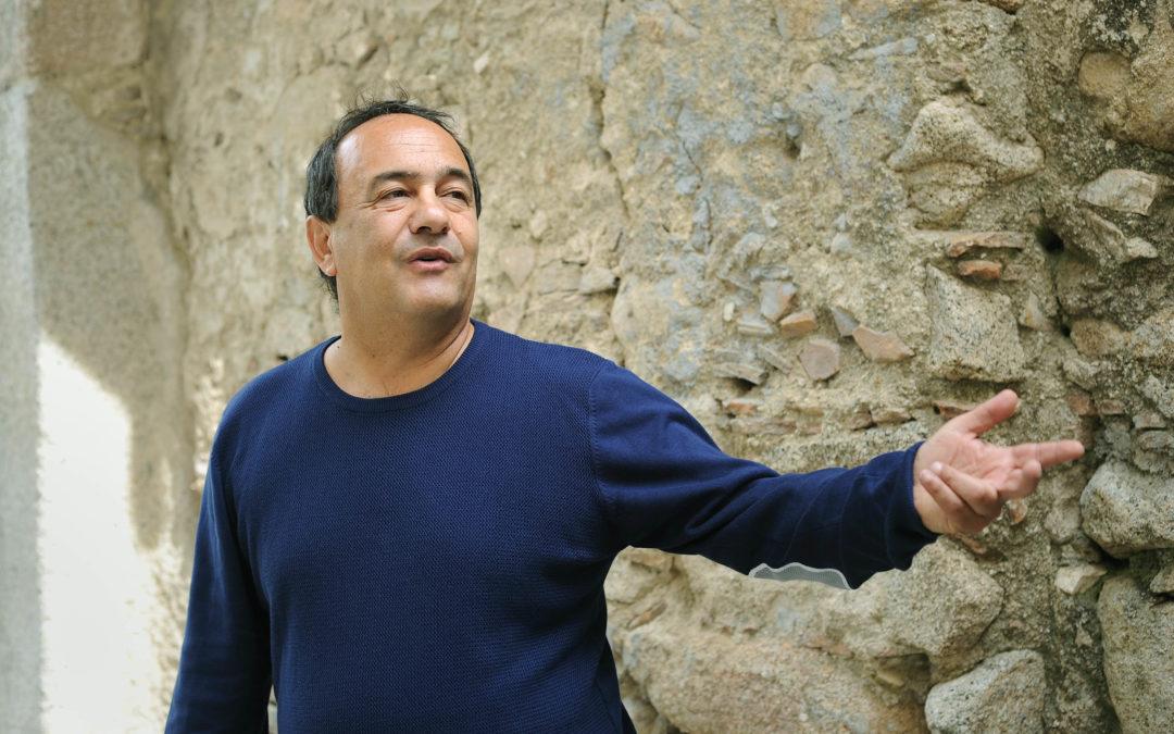 """Il sindaco Mimmo Lucano e il modello d'accoglienza """"Riace""""  «La strada è quella giusta ma le polemiche fanno male»"""