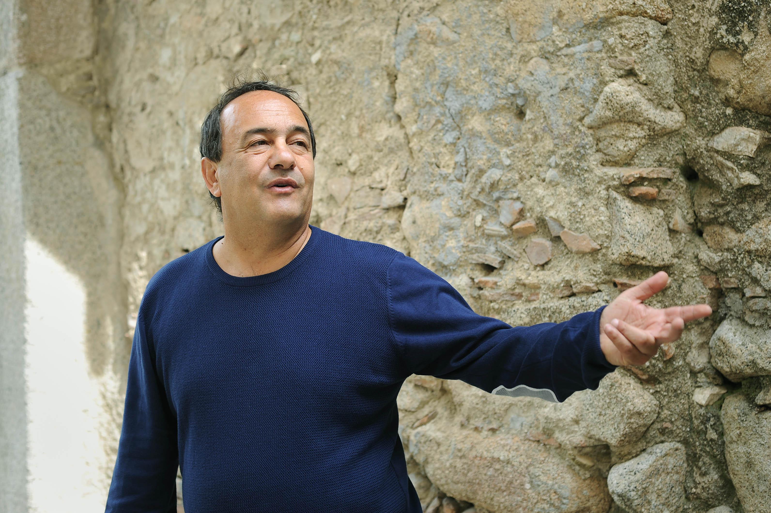 Terremoto a Riace, arrestato il sindaco Lucanoper favoreggiamento dell'immigrazione clandestinaSalvini: «Chissà cosa diranno adesso Saviano e i buonisti»