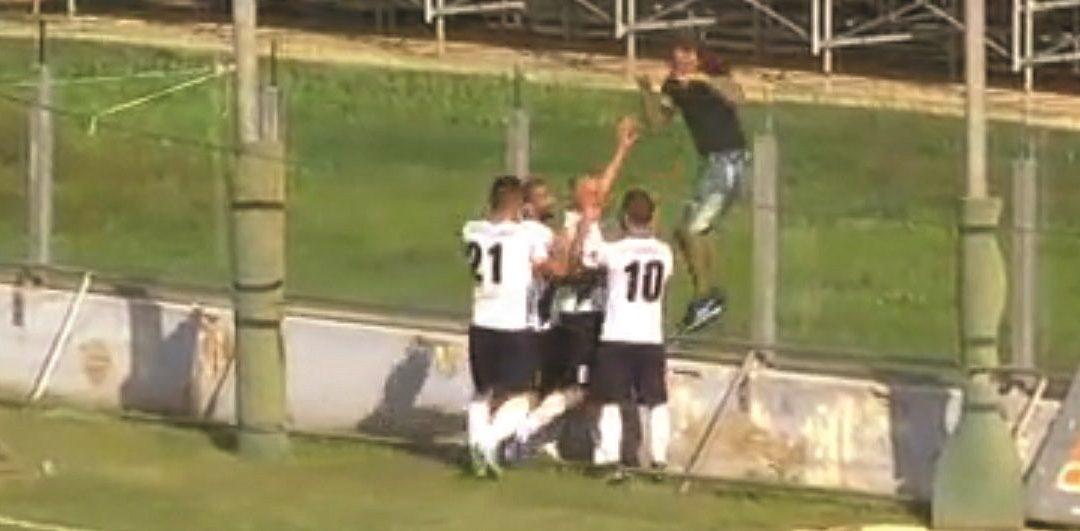 L'esultanza di Iannini dopo il gol del vantaggio del Matera