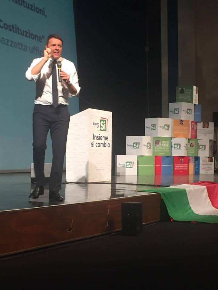 VIDEO - Renzi ad Avellino contro la Raggi e i frigoriferi in strada