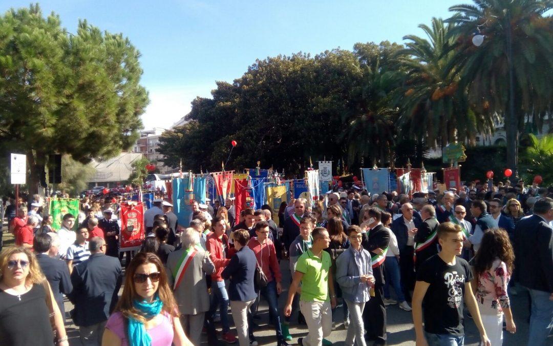Abusi su 13enne, a Reggio in migliaia alla manifestazione  Autobus in città anche da altre zone della Calabria