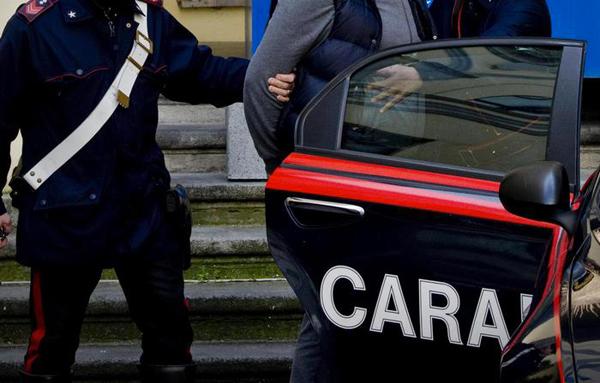 Estorsione a ditta che lavorava nel centro storico a Giugliano, due arresti