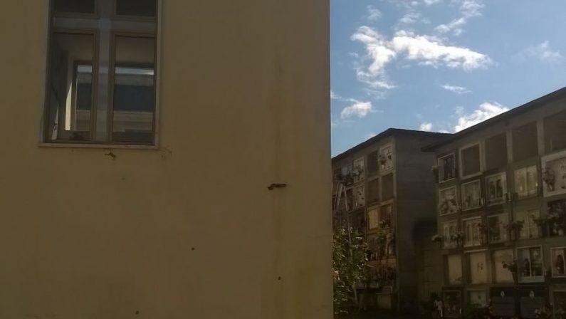 Furto e devastazione nel cimitero, sindaco denuncia«A Nocera un clima di violenza e intimidazione»