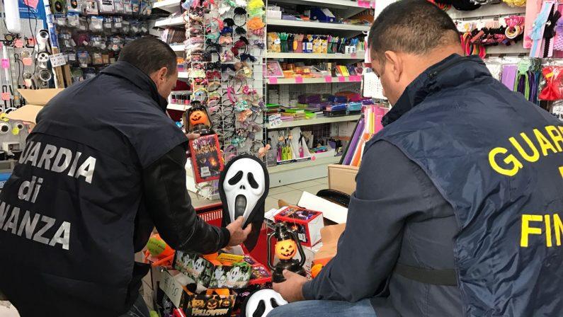 Sequestrati a Cosenza oltre tre milioni di maschere e accessori contraffatti per la festa di Halloween