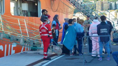 Migranti, emergenza in Campania:quasi 1000 sbarchi, c'è anche una donna morta
