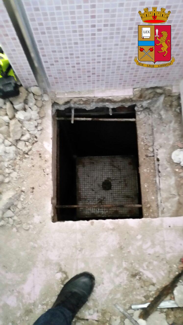 Armi in casa e un covo sotto la doccia per sfuggire alla cattura: scovato e arrestato 43enne irpino