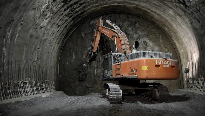 """Autostrada Salerno-Reggio Calabria, è stato abbattuto  l'ultimo diaframma della galleria """"Laria"""" nel Cosentino"""