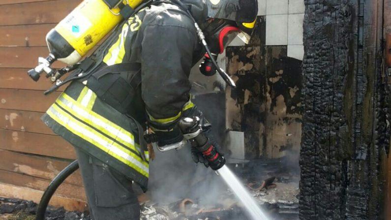 Incendio in un bar paninoteca del CrotoneseDanni ingenti, avviate le indagini dei carabinieri