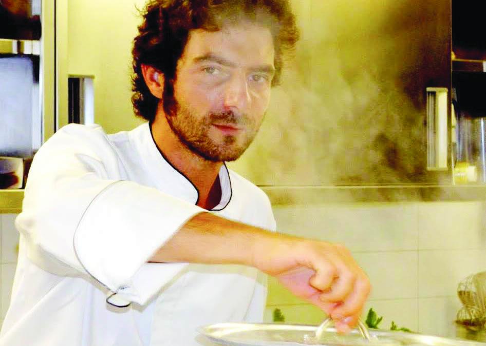 Lo chef Manfredi Bosco in cucina