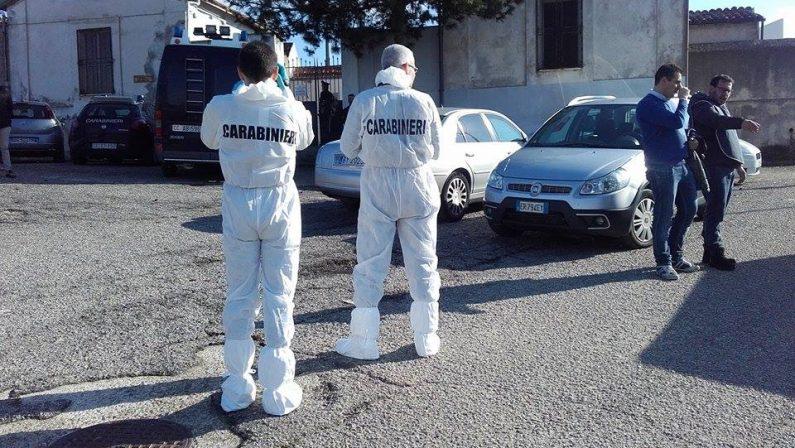FOTO - I carabinieri al cimitero di San Lorenzo del Vallo per i rilievi dopo l'omicidio delle due donne