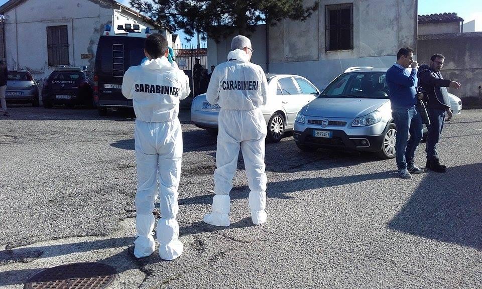 FOTO – I carabinieri al cimitero di San Lorenzo del Vallo per i rilievi dopo l'omicidio delle due donne
