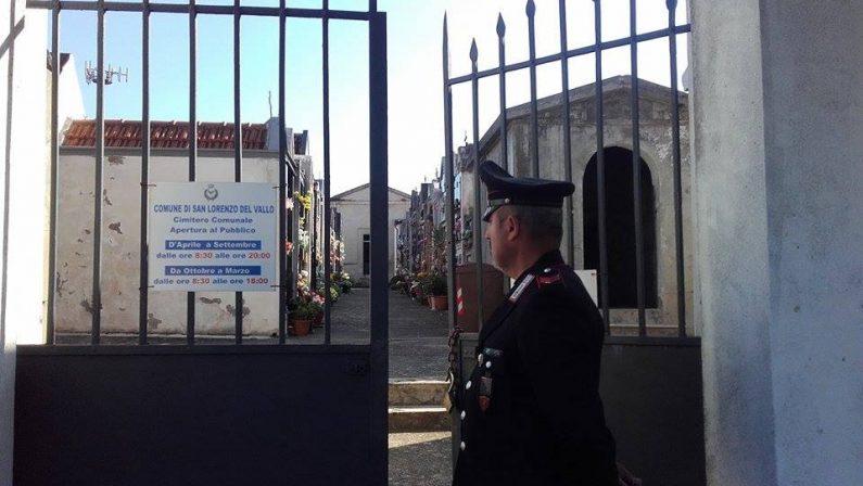 Duplice omicidio nel cimitero, a San Lorenzo del Valloil vescovo prega con la comunità sul luogo del delitto