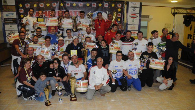 I campioni della pizza tonda piccante più buonaA Scalea il campionato nazionale: vincono i pugliesi