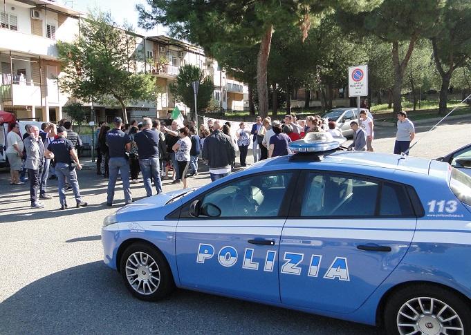 Acerra, protesta dei disoccupati davanti all'inceneritore