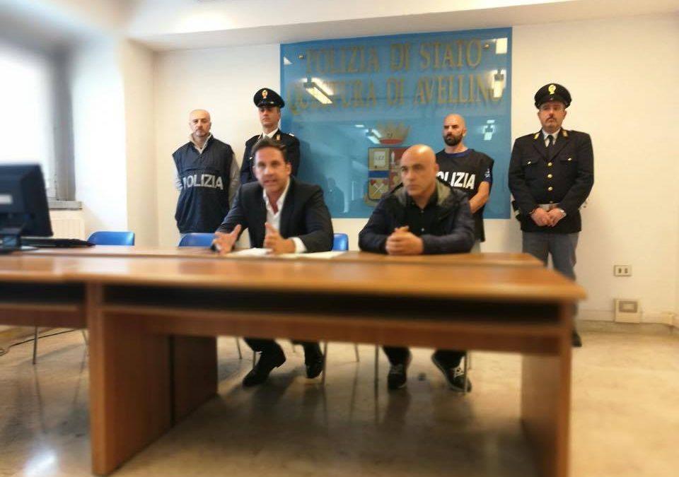 Avellino, incendia negozio di animali dopo essere stato licenziato: arrestato 24enne e un complice, sono accusati anche di stalking