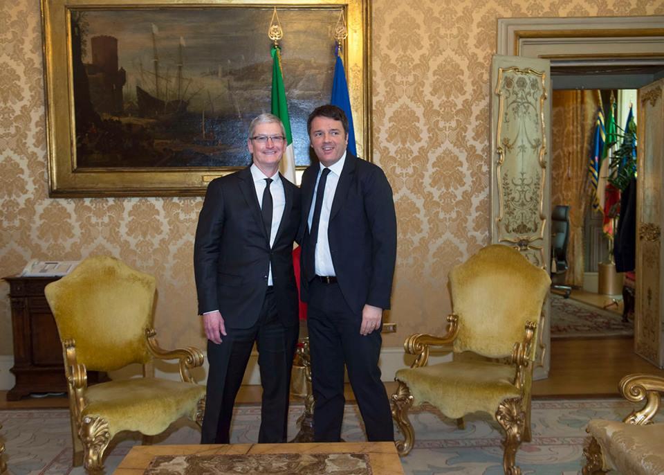 Napoli celebra l'apertura delle prima scuola europea targata Apple; Renzi: se riparte il Sud, riparte l'Italia