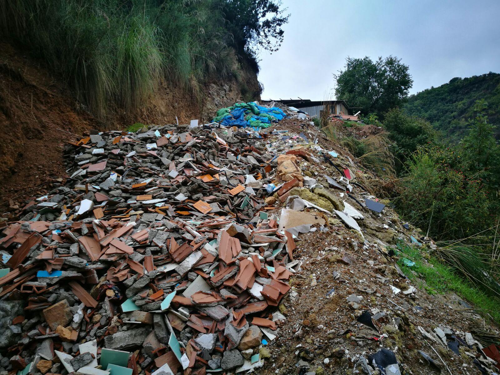 Smaltiva rifiuti senza autorizzazione a CosenzaUna denuncia, sequestrata un'area protetta