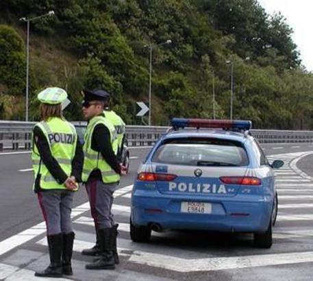 """""""Fuitina"""" in autobus per due minorenni crotonesi  Fermati in Puglia dopo controlli della polizia"""