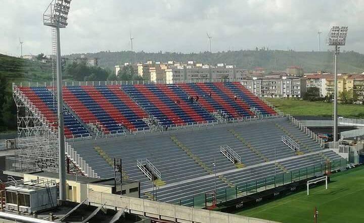 """Calcio, il Crotone giocherà allo stadio """"Scida""""  Ordinanza del sindaco: ecco la divisione dei posti"""