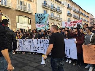 La protesta degli alunni dell'Amabile di Avellino
