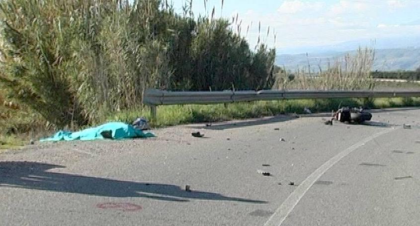 Tragedia nel Cosentino, motociclista perde il controllocade e viene travolto da un fuoristrada: aveva 26 anni
