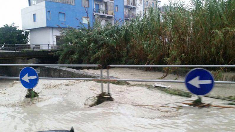 Emergenza maltempo: strade e linee ferroviarie interrotte e scuole chiuse in provincia di Reggio Calabria