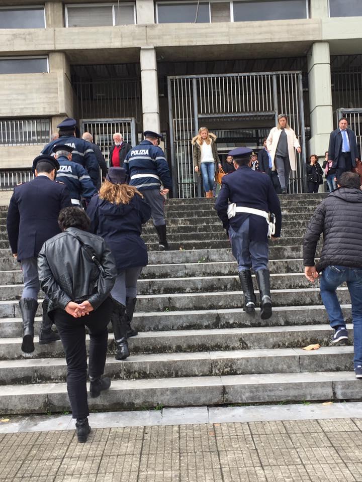Droga, auto rubate, truffa, falso e usura: decine di arrestiSgominata a Cosenza una vasta organizzazione criminale