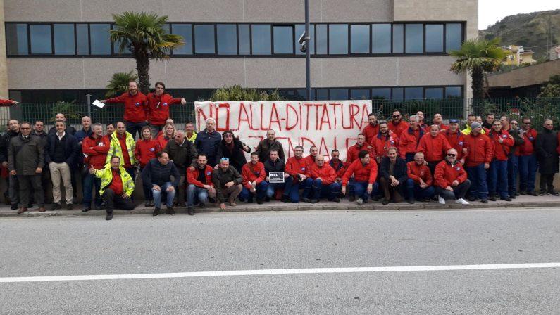 «Lavoriamo in condizioni pessime»: protesta dei dipendenti della Tim a Cosenza e in provincia di Catanzaro