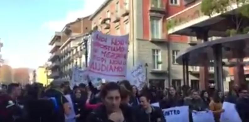 VIDEO- Avellino, gli alunni dell'ex Scoca protestano