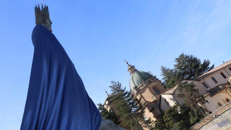 Cosenza, svelata la statua in onore del re dei Goti Alarico Bianchi: «Cercare la tomba sia un progetto innovativo»