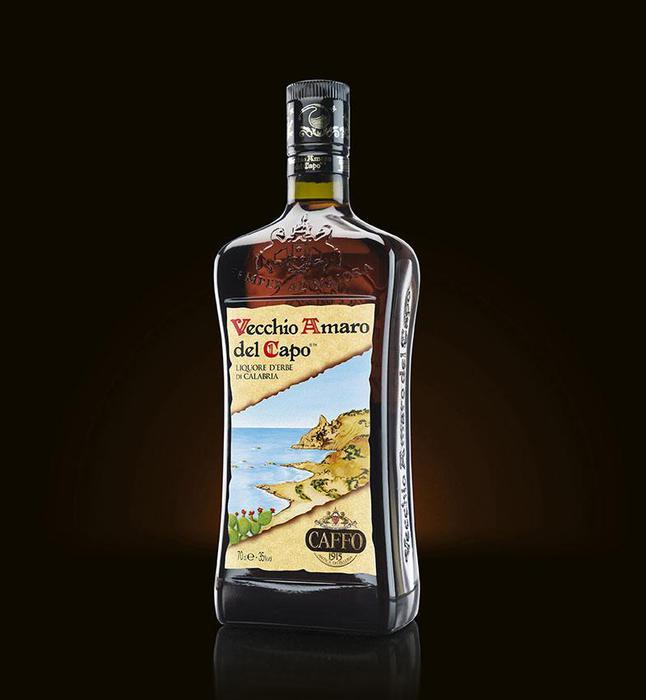 Nuovo look per il Vecchio Amaro del Capo, rinnovati il tappo e la bottiglia