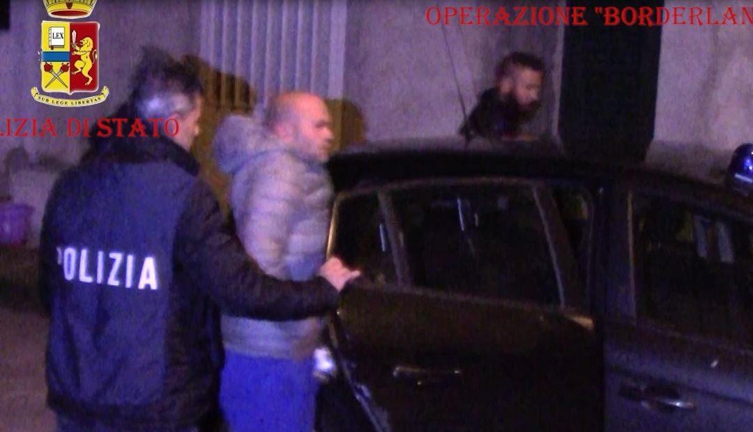 Uno degli arresti nell'operazione tra Catanzaro e Crotone