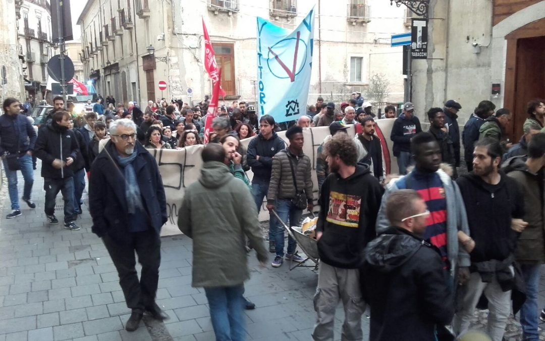 VIDEO – Le proteste a Cosenza per l'arrivo del ministro Maria Elena Boschi
