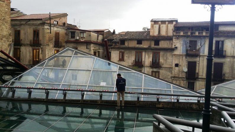 Abbandono e degrado, carabinieri sequestranoarea archeologica in piazza Toscano a Cosenza