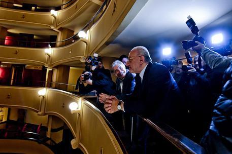 """De Luca: """"Teatro Trianon più importante dell'Esercito"""""""