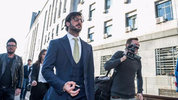 Sequestrata la casa a Milano di Fabrizio CoronaNell'indagine soldi finiti a un pregiudicato calabrese