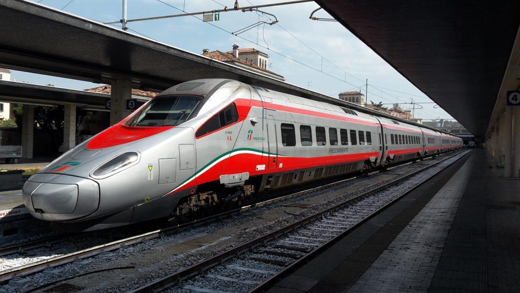 Trenitalia annuncia il nuovo orario invernale dei treni e promette «migliori collegamenti» per i viaggiatori calabresi