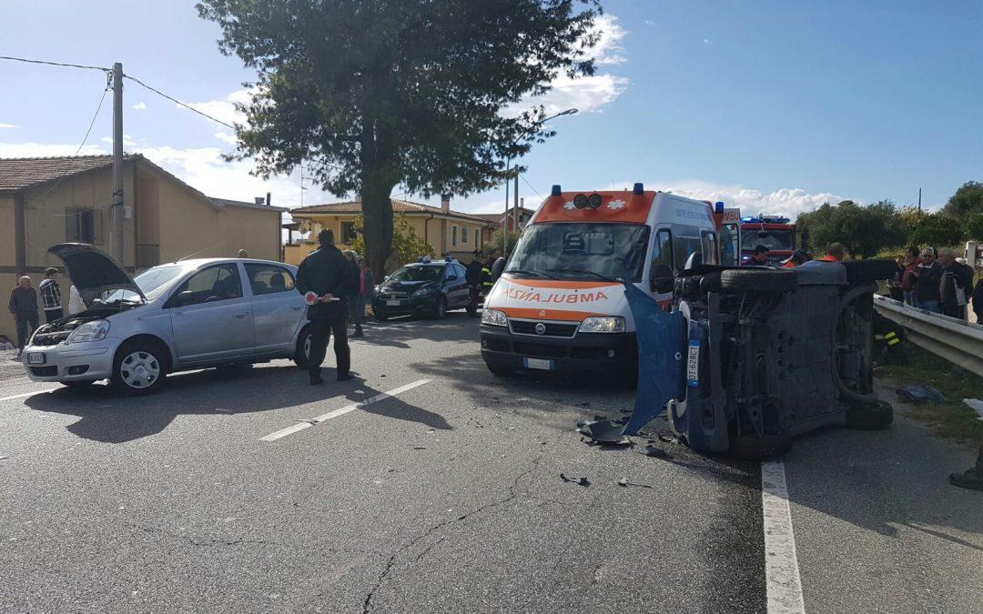 Incidente nel Catanzarese, auto tampona un camion  Macchina interamente distrutta, ferite madre e figlia