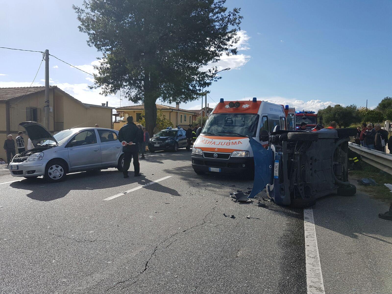 Violento scontro sulla statale 106 nel CatanzareseGiovane di 30 anni soccorso con l'elicottero del 118