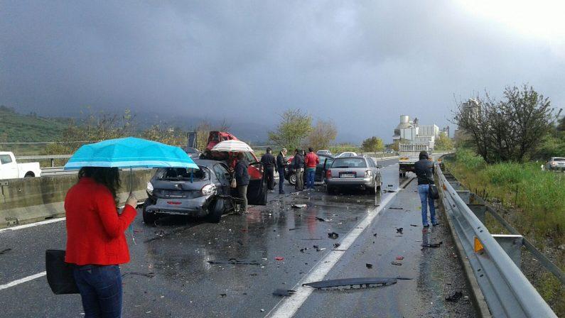 Violenta carambola sulla statale 280 nel Catanzarese  Sei veicoli coinvolti, sette feriti, due molto gravi